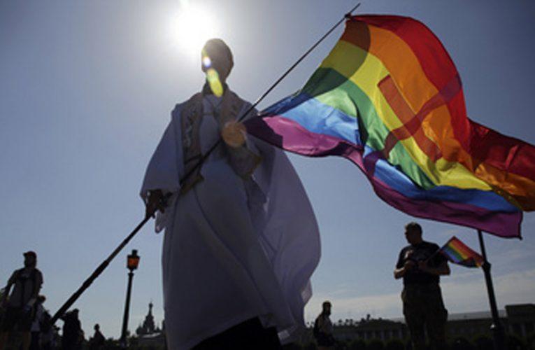"LGBTQ Communities Chants ""We Got Freedom"", Marches Freely In Delhi"